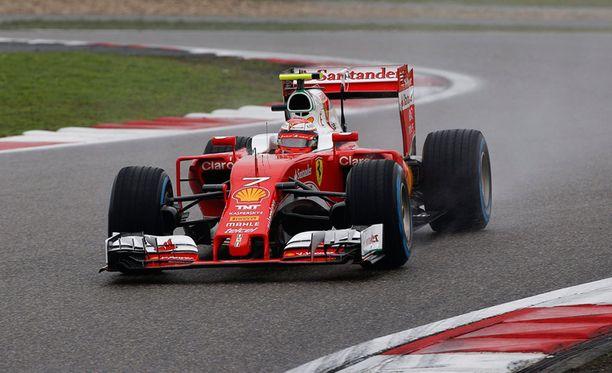 Kimi Räikkösen Ferrari kulkee hyvin.