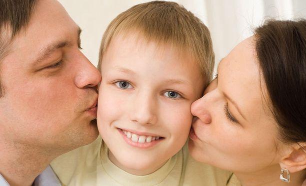 Lapsen rakastaminen tarkoittaa, että haluaa hänelle hyviä asioita pitkällä ajalla, ei vain sillä hetkellä. Kuvituskuva.