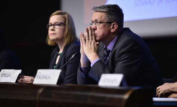 Juha Rehulan ja Laura Rädyn keskinäinen nokittelu on äitynyt kireäksi.
