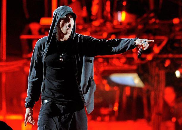Eminem päihittää sanoitusvertailussa muun muassa Bob Dylanin ja The Beatlesin.