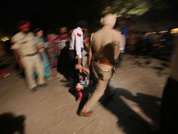 Junaonnettomuus tapahtui Pohjois-Intiassa Amritsarin kaupungissa.
