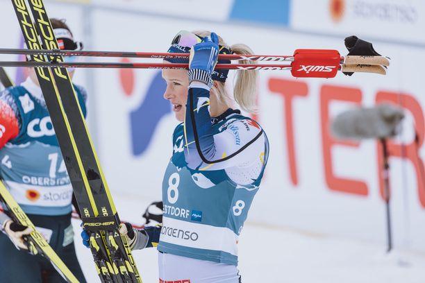 Frida Karlsson nousi kaatumisesta huolimatta MM-hopealle.
