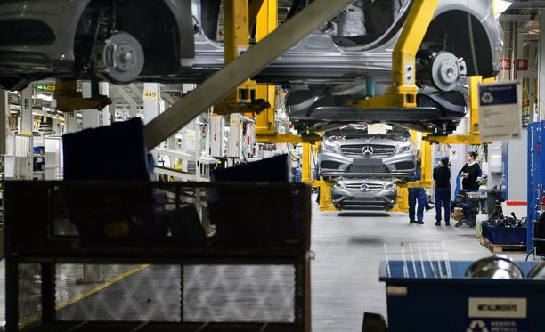 Kuva vuodelta 2014, jolloin Valmet Automotiven Uudenkaupungin autotehtaalla valmistettiin A-sarjan Mercedes Benziä.