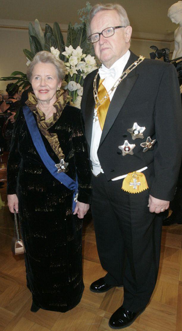 Martti Ahtisaari juhli linnassa puolisonsa Eevan...
