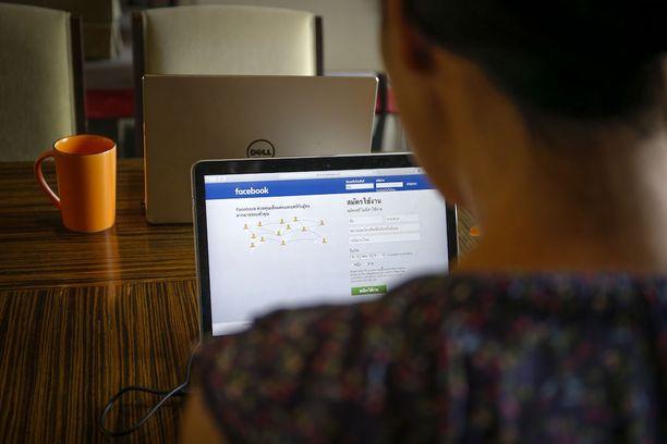 Facebook on poistanut jo aiemmin toistasataa päivitystä Thaimaan hallituksen vaatimuksesta.