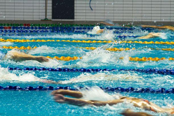 Suomen Uimaliitto on joutunut perumaan kilpailukautensa.