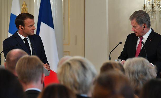 Emmanuel Macron ja Sauli Niinistö pitivät yhteisen tiedotustilaisuuden virallisen keskustelun jälkeen.