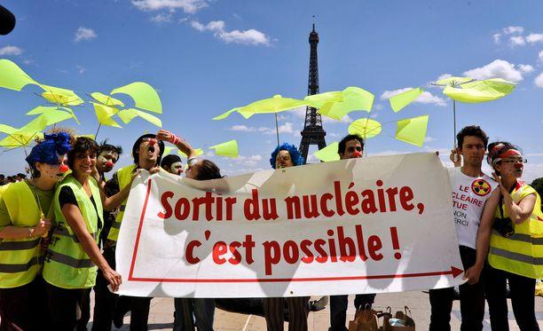 ICAN:in aktivisteja mielenilmauksessa Pariisissa kesäkuussa 2011.