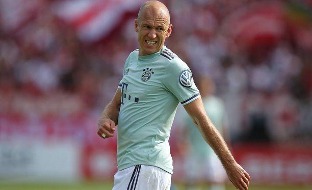 Arjen Robben ja muut Bayern-pelaajat potkaiset uuden sesongin vauhtiin perjantaina.