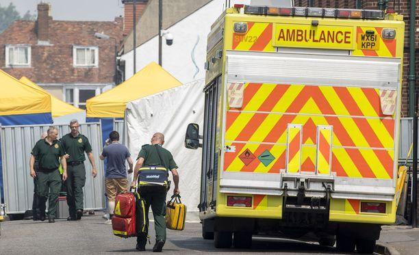 Dawn Sturgess ja hänen poikaystävänsä Charlie Rowley altistuivat hermomyrkylle Amesburyssa. Sturgess menehtyi sairaalassa, Rowleyn tila on kriittinen.