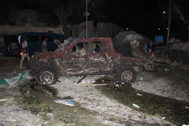 Terroristit iskivät Mogadishun keskustassa autopommilla.