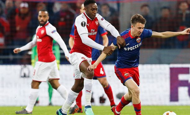 Arsenalin Danny Welbeck viimeisteli ratkaisevan maalin.
