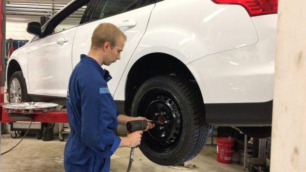 Aktiivinen rengaspainevahti toimii vain, jos renkaissa on paineen tunnistimet. Se pitää ottaa huomioon, kun autoon vaihtaa renkaita.