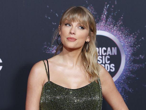 Taylor Swiftin edustajat kutsuvat kannetta perusteettomaksi ja vastuuttomaksi.