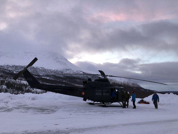 Etsintää suoritetaan helikoptereilla.
