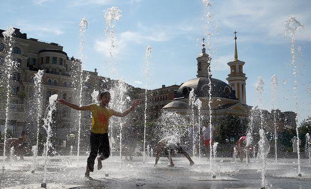 Kiovassa Ukrainassa lämpöä oli perjantaina yli 36 astetta.