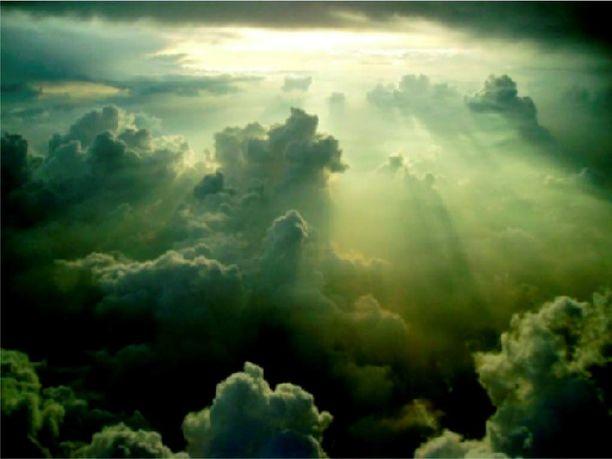 Yleisin pilvilaji on kumpukerrospilvi, jossa on muhkurainen pohja ja ne ovat hajanaisia. Nämä pilvet liikkuvat matalalla ja peittävät usein auringon.