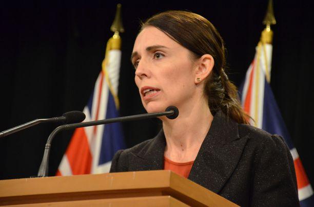 Uuden-Seelannin pääministeri Jacinda Ardern kuvasi tekoa raukkamaiseksi terrori-iskuksi.