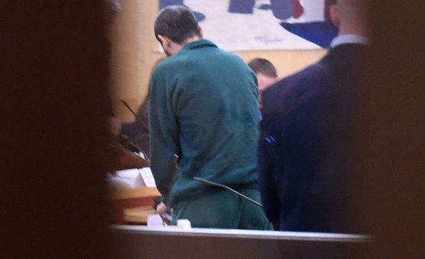 Uzbekistanista kotoisin olevan Rakhmat Akilovin kimppuun käyntiin vankilassa torstaina, kertoo Expressen.