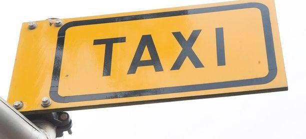 Taksikuski kertoi pelänneensä, että hänellä oli sallittua enemmän promilleja ja että hänen harkintansa oli pettänyt.