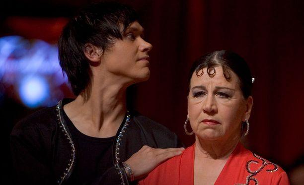 Kristiina Elstelä tanssi urheasti vaikka oli saanut tiedon poikansa kuolemasta vain vähän ennen lähetyksen alkua.
