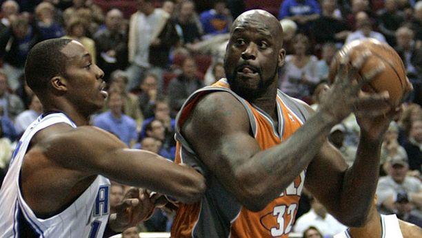 NBA-parkettien kolossit Dwight Howard ja Shaq O'Neal ottivat mittaa toisistaan läpi ottelun.