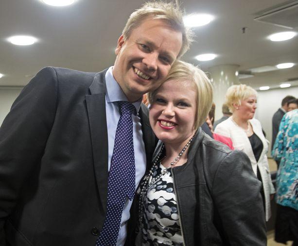 Keskustan puheenjohtajapörssin kärkinimet: Antti Kaikkonen ja Annika Saarikko.