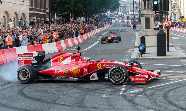 Kimi Räikkönen kaasutteli Lontoon keskustassa keskiviikkona.