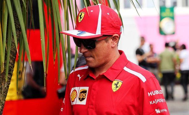 Kimi Räikkönen oli vitsikkäällä tuulella CMoren haastattelussa.