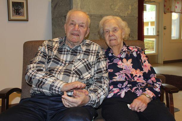 Yrjö ja Anni Haka-Risku ovat olleet naimissa jo 71 vuotta.