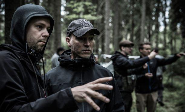 Tuntemattoman sotilaan kuvaukset alkoivat tällä viikolla. Kuvassa etualalla ohjaaja Aku Louhimies ja kuvaaja Mika Orasmaa.