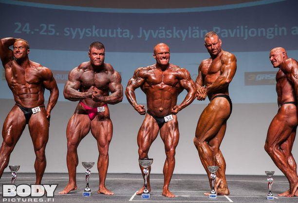 Sami Jaukkuri (keskellä) arvioitiin yli 90-kiloisten ykköseksi.