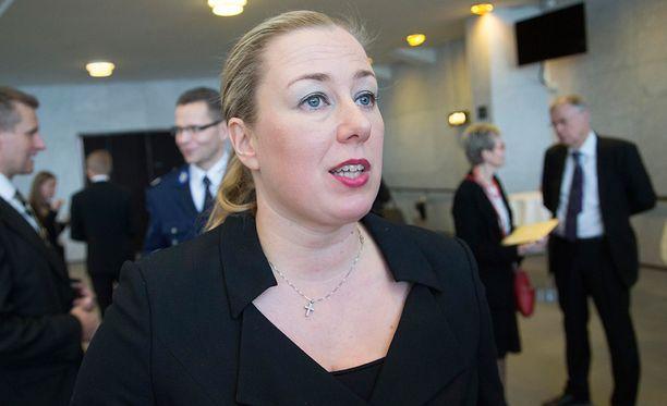 Demareiden entinen puheenjohtaja, ex-valtiovarainministeri, nykyinen kansanedustaja ja pienen pojan äiti Jutta Urpilainen toivoo jatkossa tekevänsä merkittävää työtä, mitä se sitten onkaan. Kuva on valtiopäivien avajaisista 2016.
