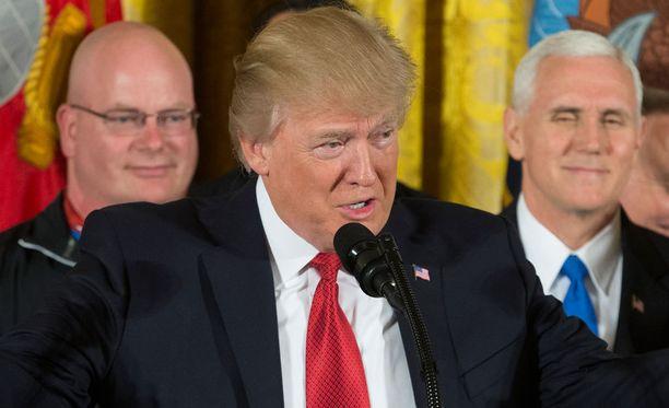 Trump määräsi ohjusiskun Syyrian armeijaa vastaan kostoksi kaasuiskusta.