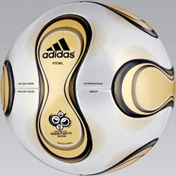 Turnauksen muut ottelupallot ovat kultaväriä lukuun ottamatta identtisiä finaalipallon kanssa.