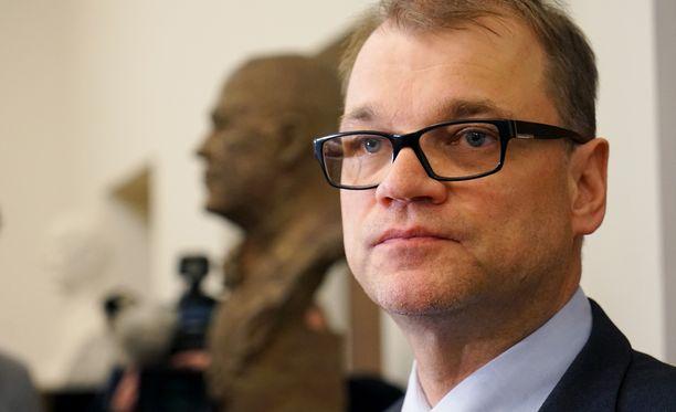 Juha Sipilä jatkaa yhteiskuntasopimuksen sorvaamista.