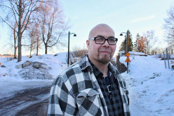 Lappeenrantalainen Kimmo Puhakainen raitistui kesällä 2016 yli 20 vuoden alkoholismin jälkeen. Alkoholia ei tee mieli, mutta kohtuukäyttäjäksikään minusta ei ole, Kimmo sanoo.