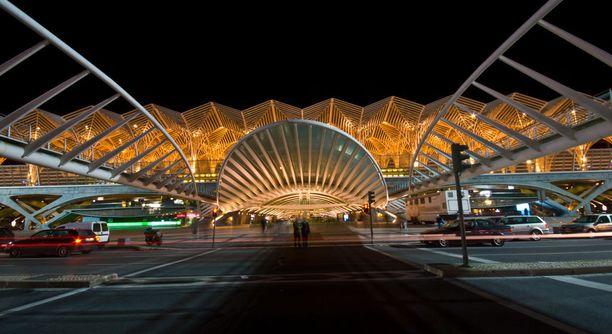 Oriente-rautatieasema on hyvä esimerkki modernista Lissabonista.