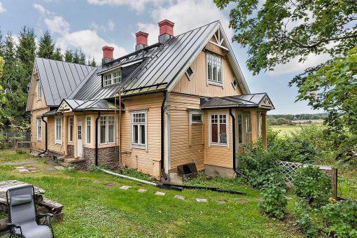 Myös Kaarinan Piikkiössä sijaitseva vuonna 1935 rakennettu hirsitalo keräsi paljon kiinnostusta.