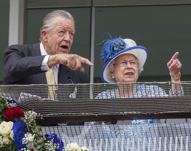 Kuningatar ja hänen neuvonantajansa jakoivat kiinnostuksen laukkaurheiluun.