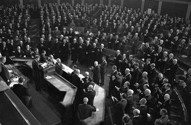Tältä puhetilaisuus näytti vuonna 1963, jolloin Yhdysvaltain presidenttinä oli John F. Kennedy.