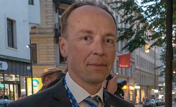 Jussi Halla-aho kuvaa hallituksen toimintaa sirkukseksi.