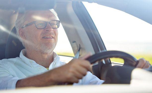 Autoilu ei vaadi liikuntaa. Liikunta taas tekee hyvää muistille.