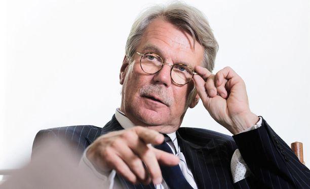Björn Wahlroos ehdottaa perustuslain uudistamista.