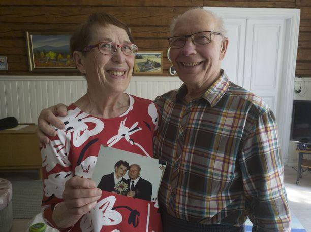 Anna-Liisa ja Paavo Jalonen menivät naimisiin Ylläksellä. Lappi on aina ollut pariskunnalle tärkeä paikka, jossa he ovat retkeilleet yhdessä.