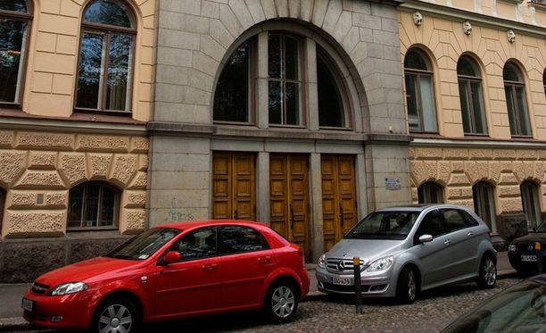 """Pääkaupunkiseudun """"eliittilukioissa"""" verkostoituminen voi olla yhtä lailla lukion valintaan vaikuttava tekijä, kuin hyvä tulos ylioppilaskirjoituksissa, tutkijat toteavat. Kuvassa Ressun lukio Helsingistä."""