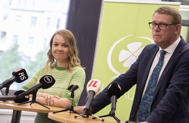 Katri Kulmuni esitteli maanantaina uuden valtiovarainministerin, Matti Vanhasen.