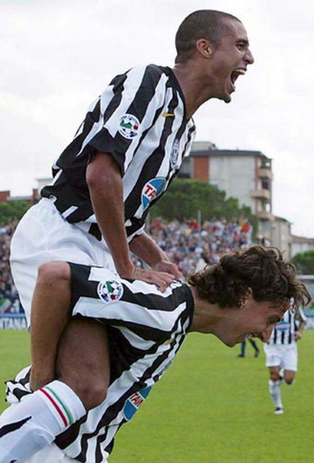 David Trezequet (ylh.) ja Zlatan Ibrahimovic eivät aio jättää skandaalissa ryvettynyttä italialaisseuraansa.