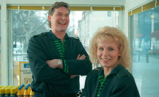 Hannesta ja Karinia esittävät Risto Autio ja Anitta Niemi.