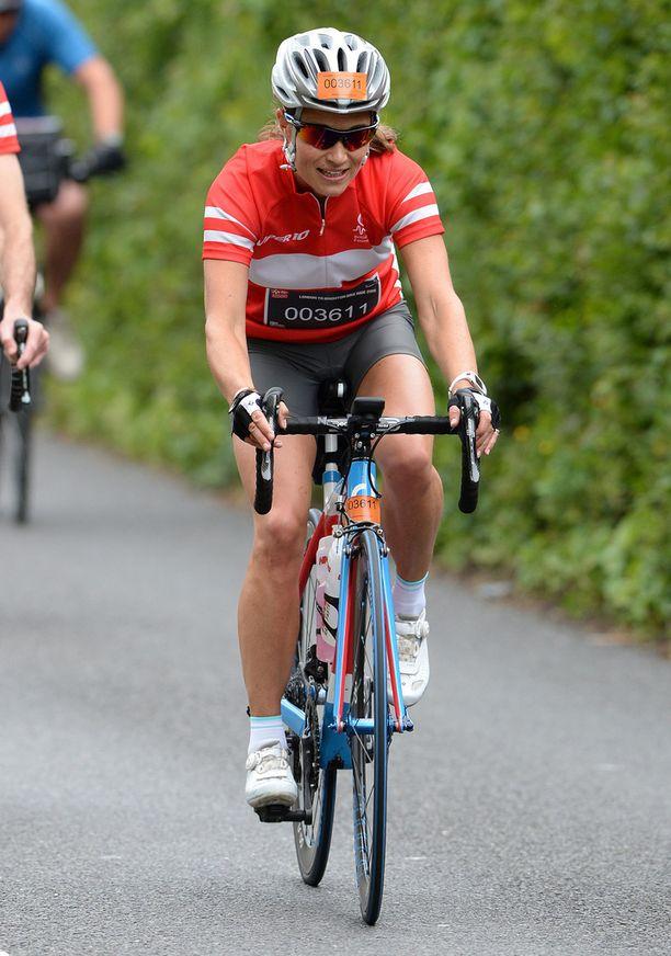 Kesäkuussa Pippa osallistui veljensä kanssa pyöräilykisaan Britannissa.